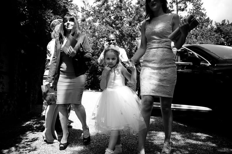 Guests arriving at Ridge Farm wedding