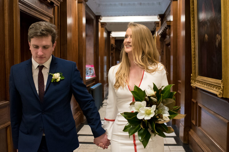 Bride and groom arrive at Odl Marylebone Town Hall